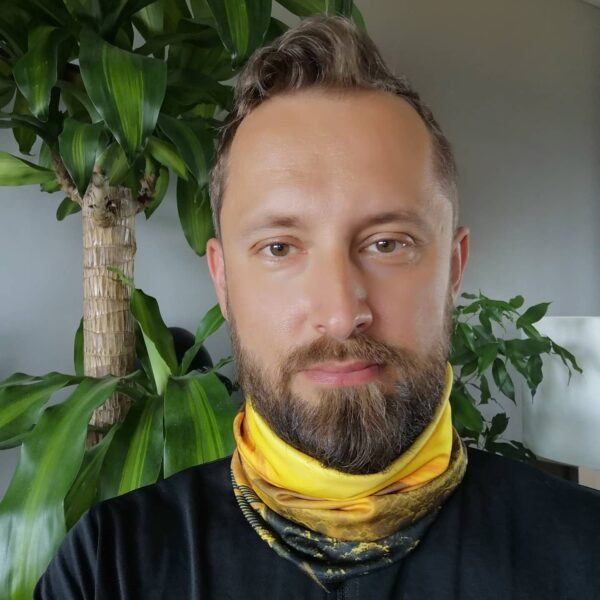 bandana chusta turystyczna komin pomysł na prezent dla podróżnika sublimacja osłona twarzy co kupić wschód słońca