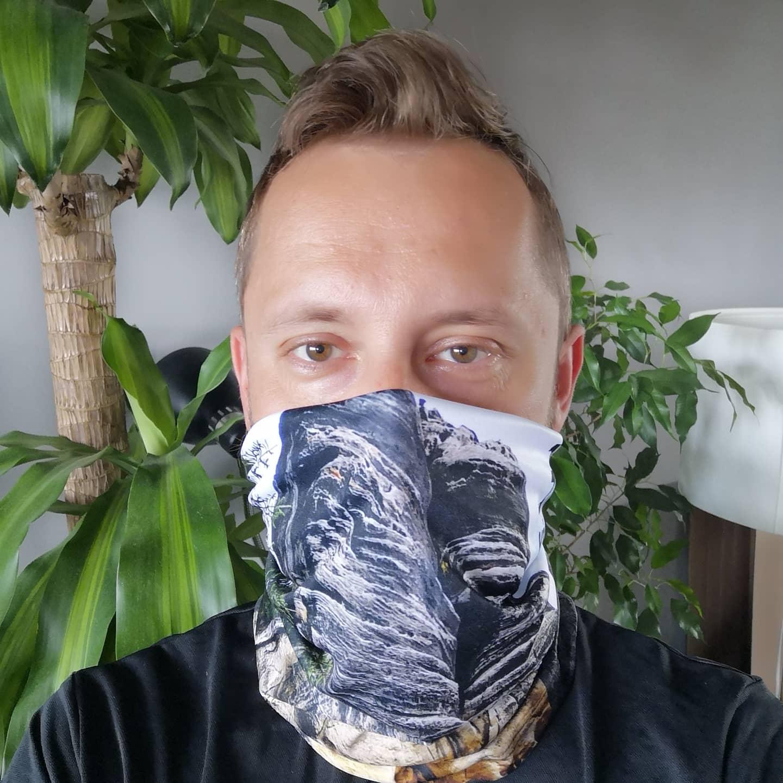 bandana chusta turystyczna komin pomysł na prezent dla podróżnika sublimacja osłona twarzy co kupić