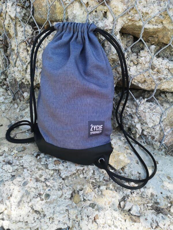 plecak worek niebieski podróże co kupić bagaż życie w podróży